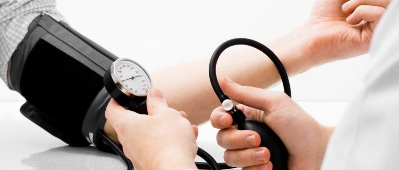 Misuratore di pressione: dopo i 50 anni è indispensabile